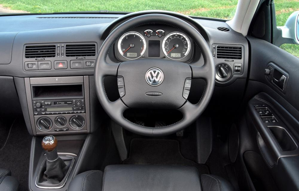 2004-volkswagen-bora-06.jpg