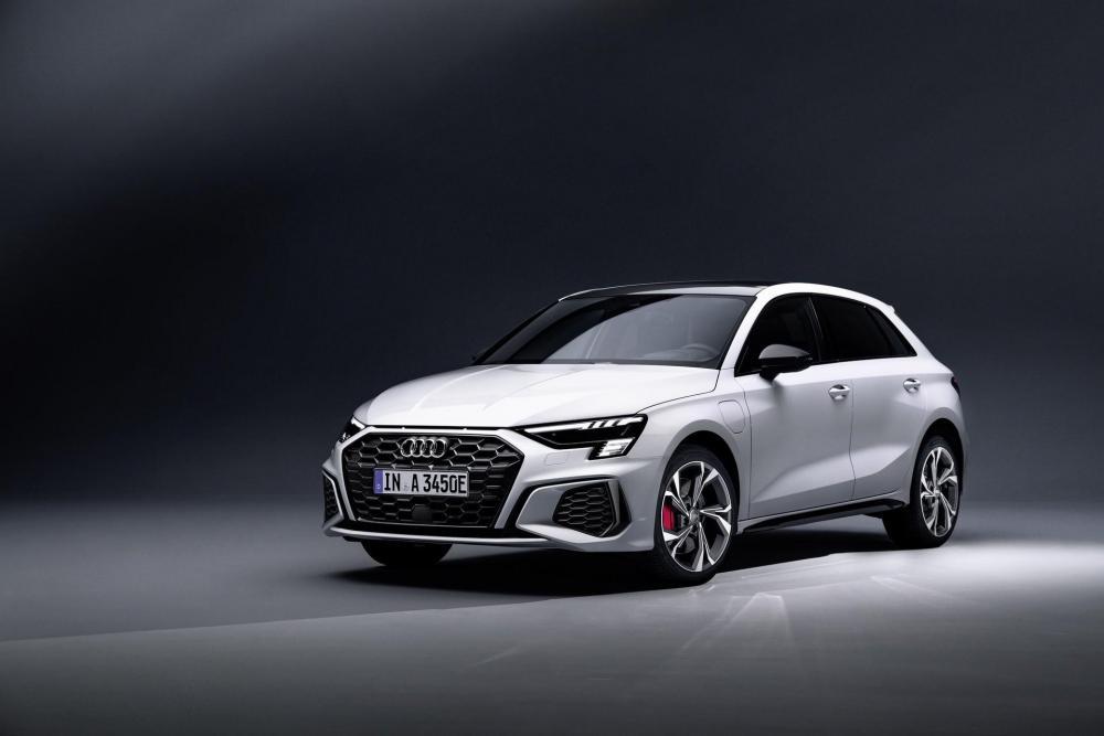 2021_Audi_A3_Sportback_45_TFSIe_0000 (1).jpg